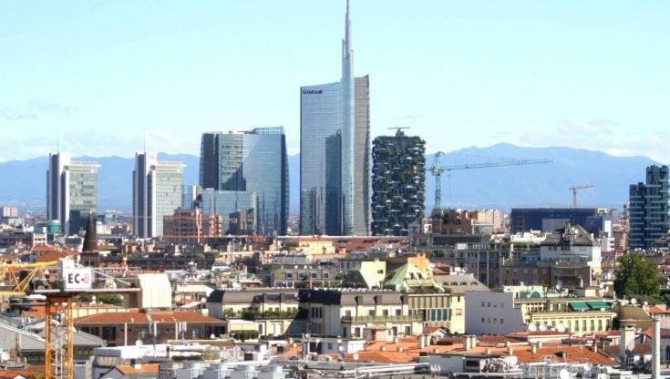 Stipendi, Milano resta regina. Ma il peso del lockdown si scarica tutto sugli operai