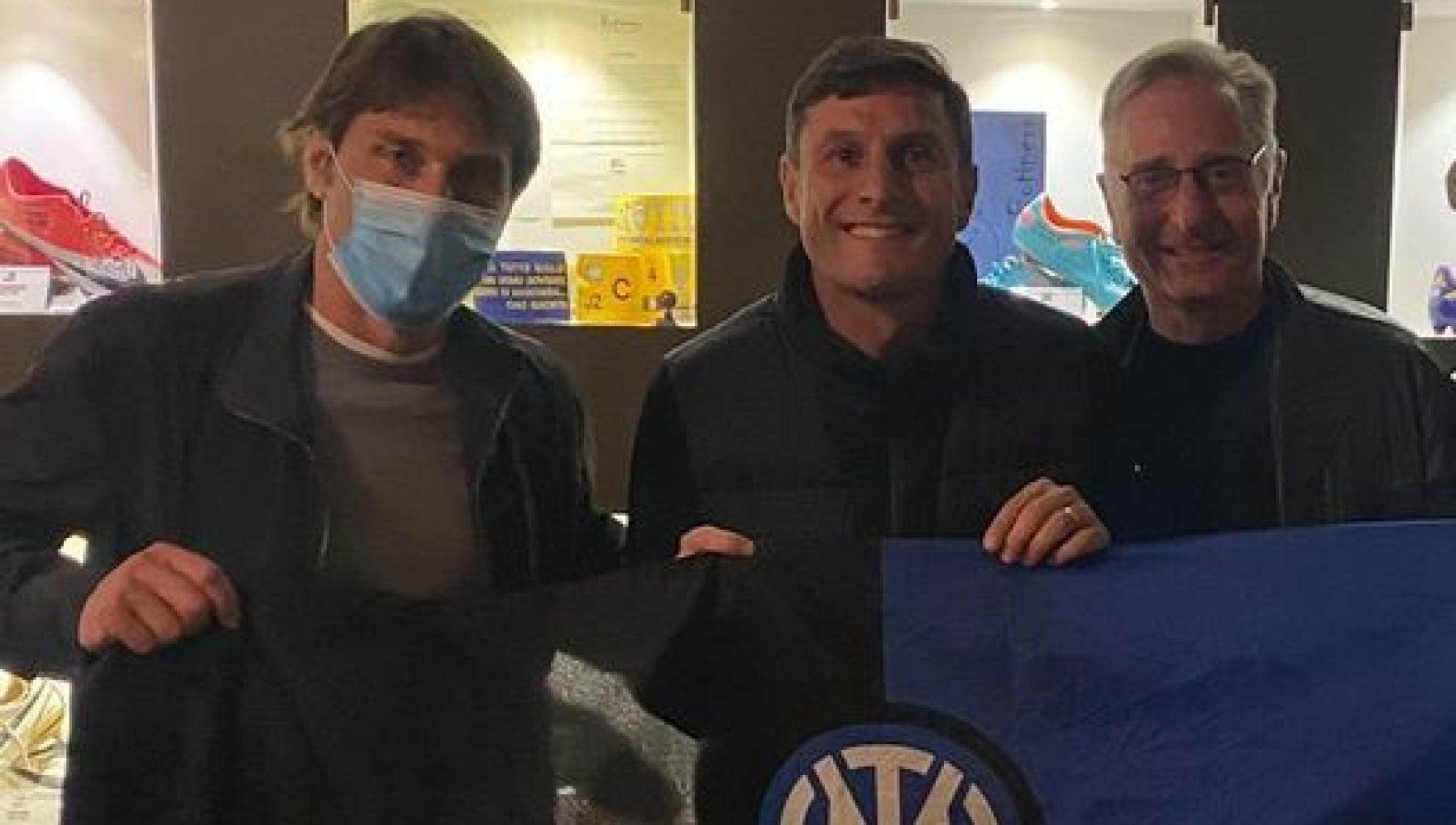 154047770 b38a73a4 e962 4b9a ae39 a04542fc1e97 - Antonio Conte, Paolo Bonolis e Javier Zanetti identificati all'uscita del Botinero a Milano: per 15 minuti hanno violato il coprifuoco