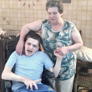 Storia di Donatella e di suo figlio Ciro, stanchi di promesse