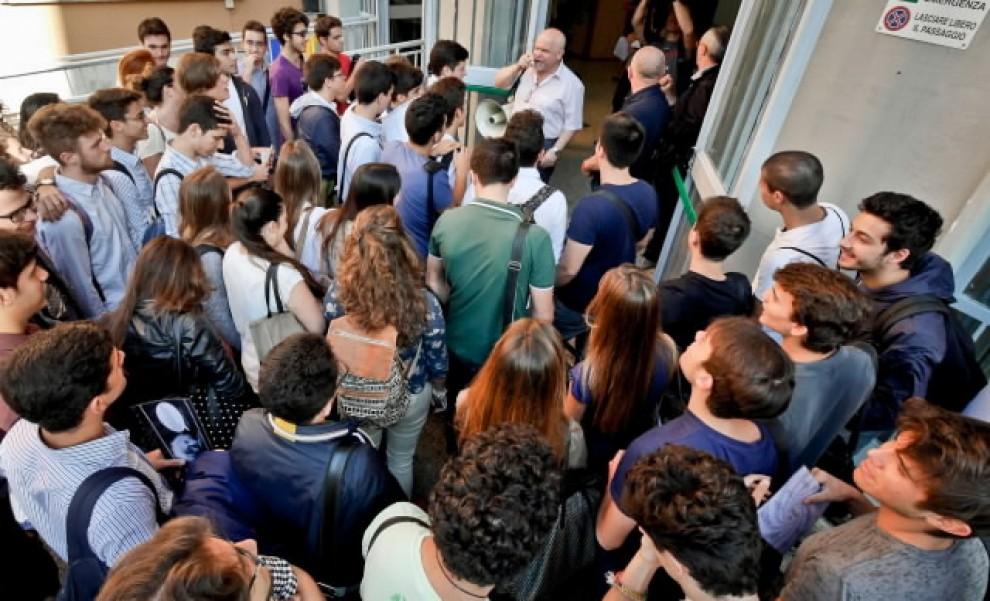 Maturità, la prima prova nelle scuole di Napoli
