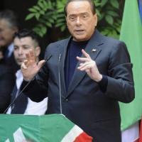 """Berlusconi a Napoli per il processo Lavitola: """"Magistratura irresponsabile"""". Il giudice: """"Risponda"""""""