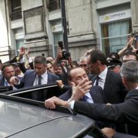 Berlusconi, gli applausi e la pizza