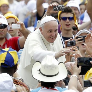 Il Papa a Caserta: attesi in 200mila. Esauriti gli alberghi, bus gratuiti e treni speciali