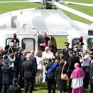 """Bergoglio a Caserta in visita alla comunità evangelica: """"Perdono per le leggi razziali"""""""