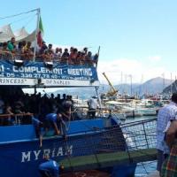 Porto di Capri, tre feriti: cede passerella traghetto