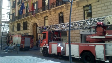 Intervento dei vigili del fuoco   /FOTO   alla sede del consiglio comunale