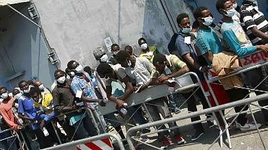 "Salerno, sbarcano mille profughi De Luca: ""Siamo al punto limite"""