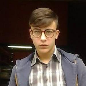Ragazzo 17 anni ucciso da carabinieri a Napoli. Per protesta auto della polizia distrutte. Il militare indagato per omicidio colposo