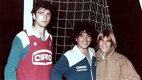 """Nino D'Angelo, il Pibe de oro e una foto che spopola: """"Vi racconto la mia amicizia trentennale con Maradona"""""""