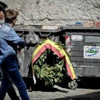 Montesanto, sfregio alle Quattro Giornate: la corona per i martiri finisce