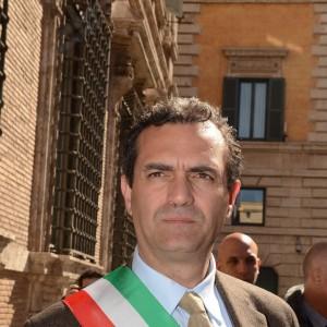 """Caso de Magistris: il prefetto firma la sospensione. La giunta: """"Fiducia nel sindaco, lo stop sarà breve"""""""