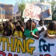 In cinquemila al corteo  per gli immigrati  Cartelli contro Lega e Salvini