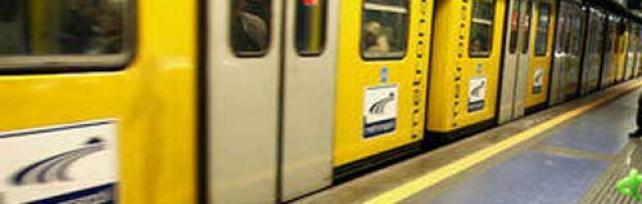 Metropolitana nel caos  treni fermi nell'ora di punta  a piedi migliaia di utenti  e sui social network esplode la protesta