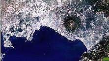 L'espansione della città  in due foto dal satellite