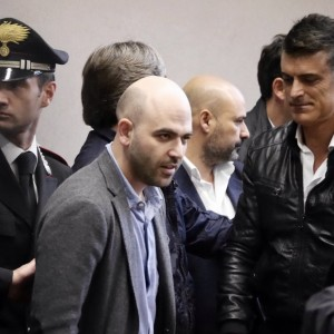 """Minacce a Saviano, assolti Iovine e Bidognetti. Lo scrittore: """"Vittoria a metà"""""""