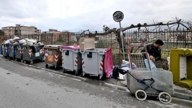 Lotta al mercato dei rifiuti  ordinanza del sindaco contro la vendita