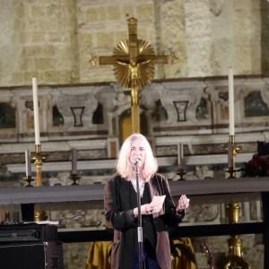 Patti Smith, rock sull'altare, fan in delirio e tutto esaurito a San Giovanni Maggiore