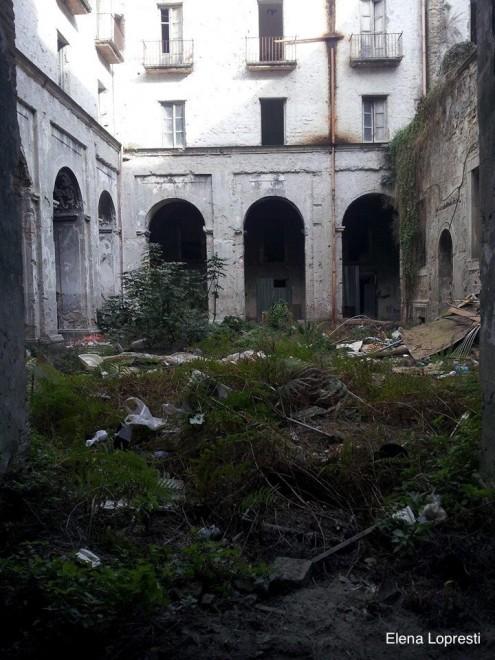 Il comitato Centro storico pulisce l'ex monastero Santa Maria della Fede