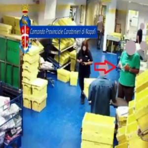 Rubavano e distruggevano la corrispondenza, incastrati da un video, indagati 3 dipendenti delle Poste