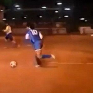 Maradona vintage vince ancora la sfida dei clic su Internet