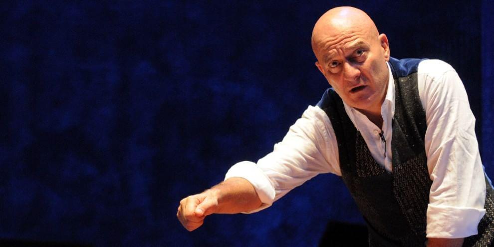 Claudio Bisio in scena su testi di Michele Serra