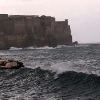 Tempesta nel golfo di Napoli, stop ai collegamenti con le isole
