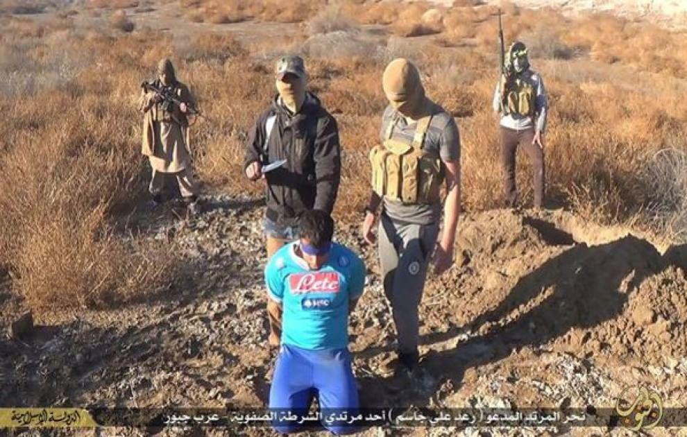 Orrore Isis, decapitato con la maglia del Napoli