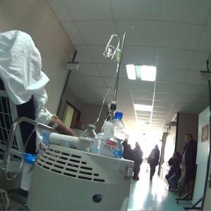 """Ospedale Cardarelli, s'indaga sul morto in barella, i familiari: """"Sotto shock, confusi e addolorati"""""""