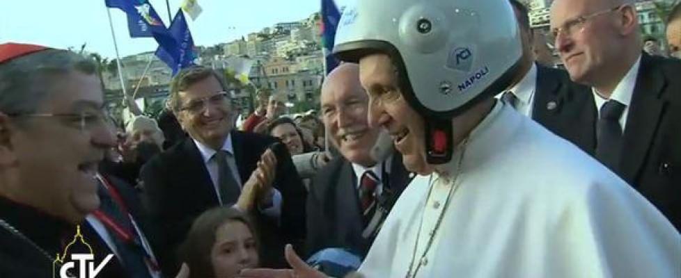 """Il Papa saluta Napoli: """"Reagite alla corruzione"""" E ai criminali: """"Convertitevi, tornate a vita onesta"""""""
