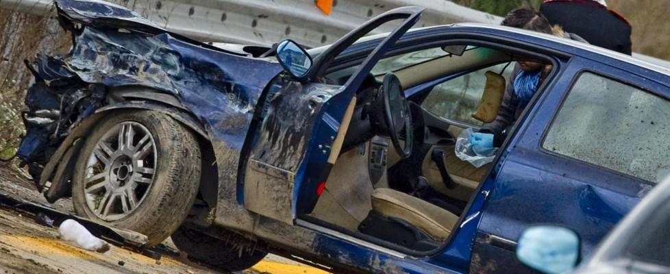 Napoli, carabinieri-rapinatori assaltano supermarket: un morto e nove feriti