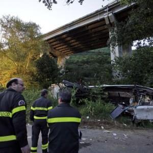 Irpinia, strage del bus: protestano i parenti delle vittime