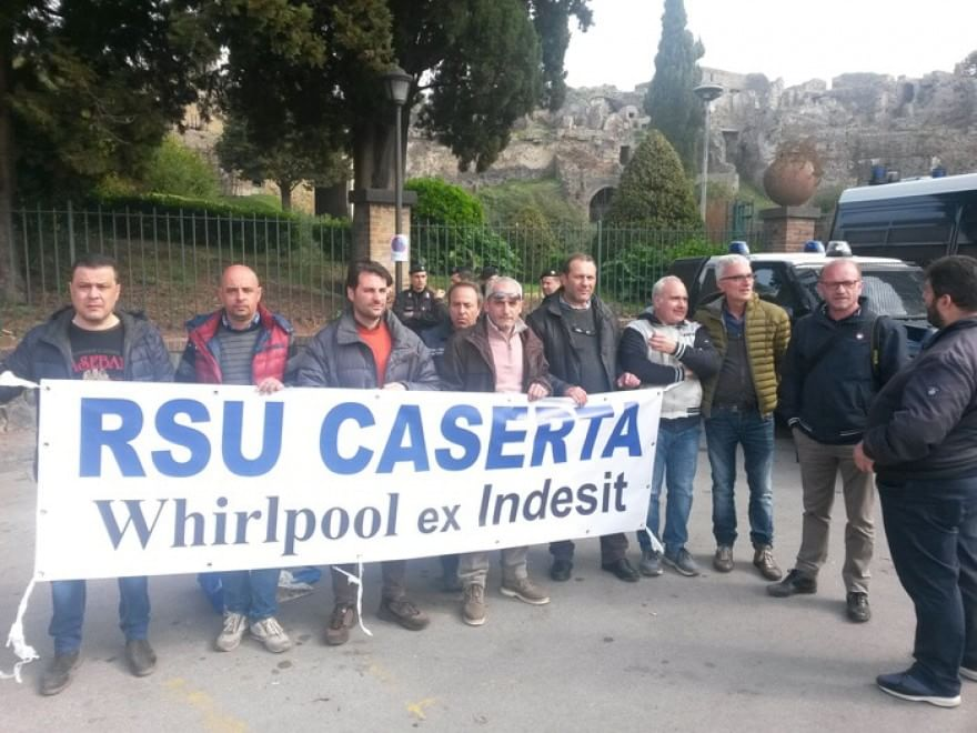 Renzi a Pompei, tra archeologia, crisi Pd e rischio esuberi alla Indesit