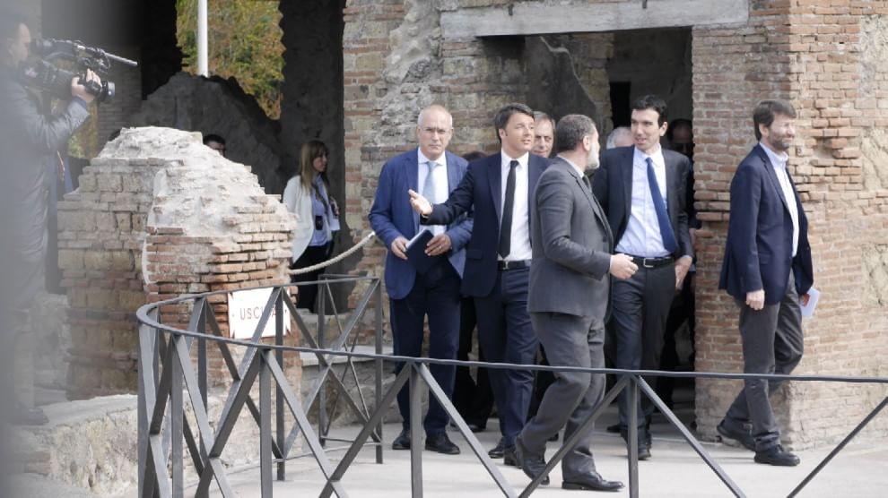 """Renzi tra gli scavi di Pompei. """"Io estasiato dalla Villa dei Misteri"""""""