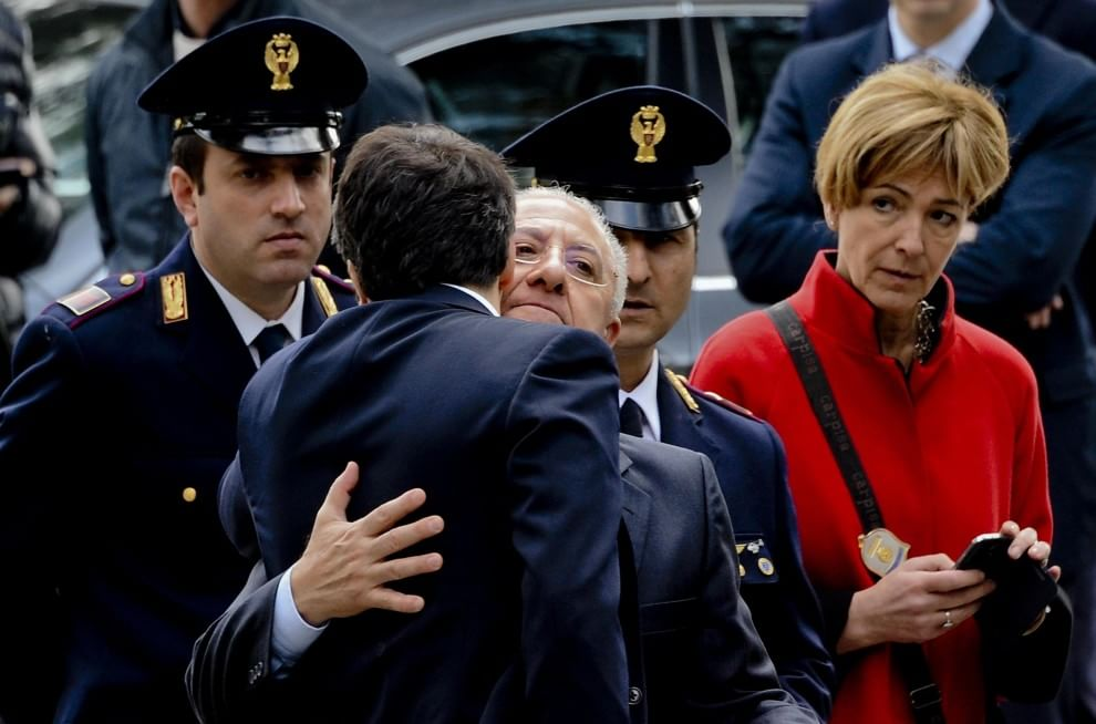 Renzi-De Luca, incontro, abbraccio e cordialità