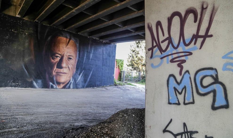 Rione Traiano, murales con volto di Achille Bonito Oliva