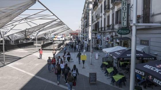 Napoli apre il tunnel di piazza garibaldi for Bologna hotel stazione centrale
