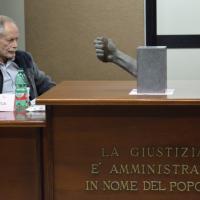 Lo scrittore e il pm, l'incontro tra  De Luca e Woodcock