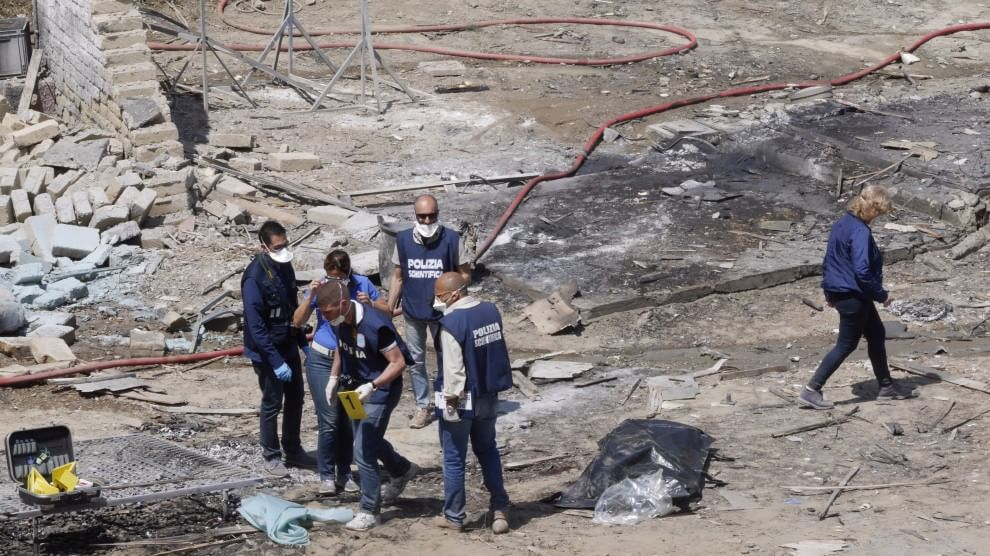 Tragedia a Qualiano, esplode fabbrica di fuochi d'artificio, tre i morti