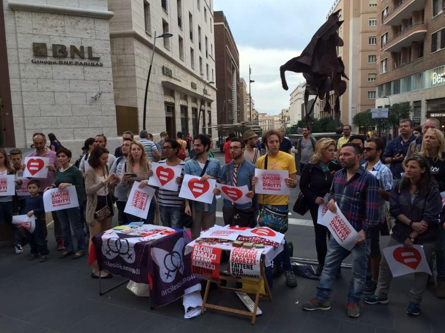Giornata contro l'omofobia, manifestazione in via Toledo