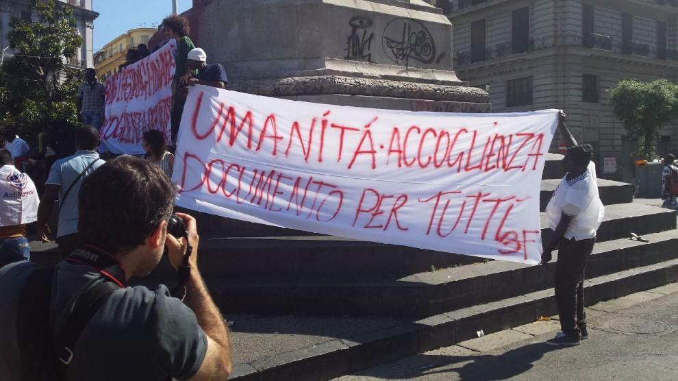 La protesta degli immigrati a Napoli
