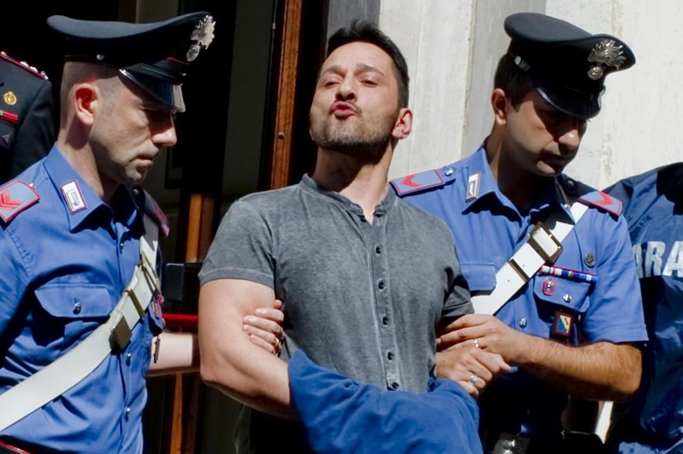 Camorra: preso reggente clan Cuccaro, gente in strada ostacola arresto