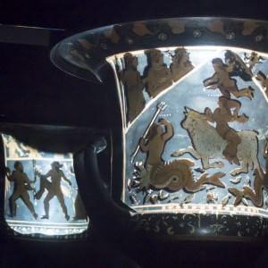 Torna a casa l'antico cratere di Assteas: sarà esposto nella torre del Castello di Montesarchio
