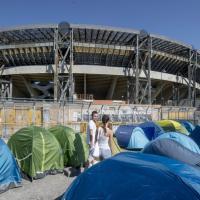 Fan di Vasco accampati davanti allo stadio San Paolo
