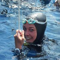 """Record di apnea a Ischia per la """"sirenetta"""" Alessia Zecchini"""