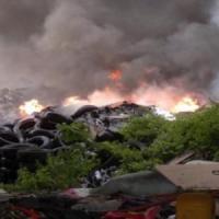Paura nella Terra dei fuochi: brucia una maxi discarica