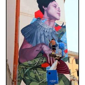 Materdei, i cittadini finanziano un gigantesco murales per portare la bellezza nelle strade
