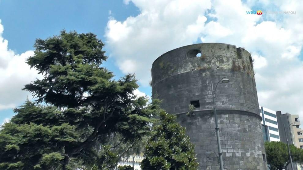 Al via il progetto di restauro delle Torri Aragonesi su via Marina, dopo anni di degrado e abbandono