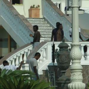 """Licola, la rivolta degli immigrati nell'hotel """"Di Francia Park"""""""