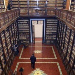 """L'inchiesta sui Girolamini. De Caro a Dell'Utri: """"Le porto il Vico con il tartufo"""""""