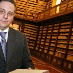 """Lo scandalo dei Girolamini, la """"condanna"""" di De Caro: libero di uscire e di passeggiare"""